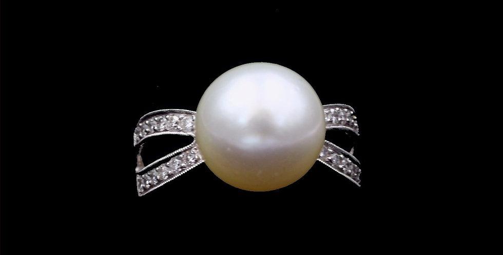 18K South Sea Pearl & Diamond Ring