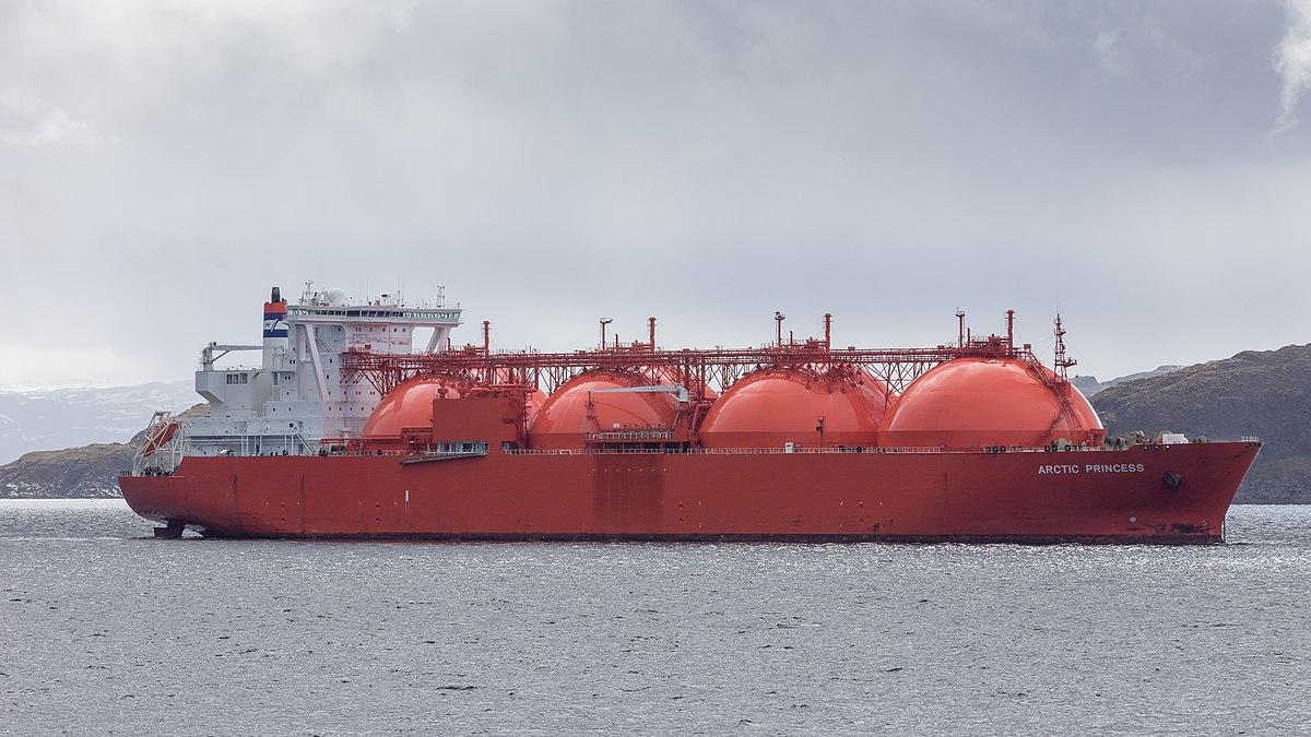 1200px-LNG_Tanker_ARCTIC_PRINCESS_vor_Ha