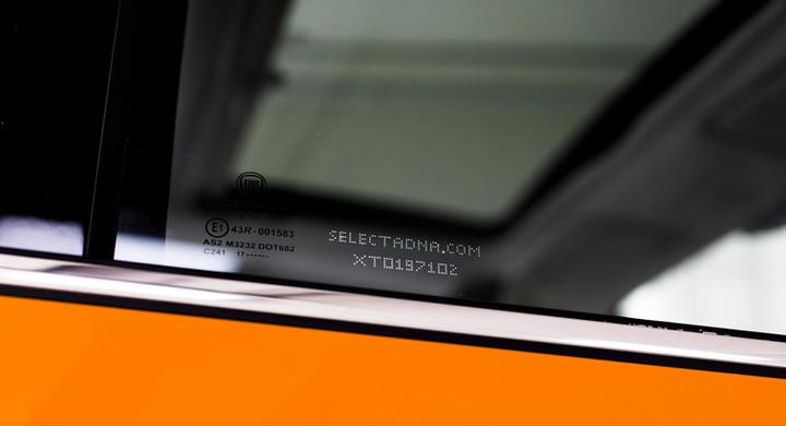 Znakowanie szyb samochodu unikalnym kodem identyfikującym