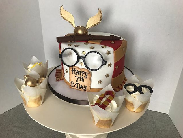 Harry Potter Cake!! #edibledecor #harryp
