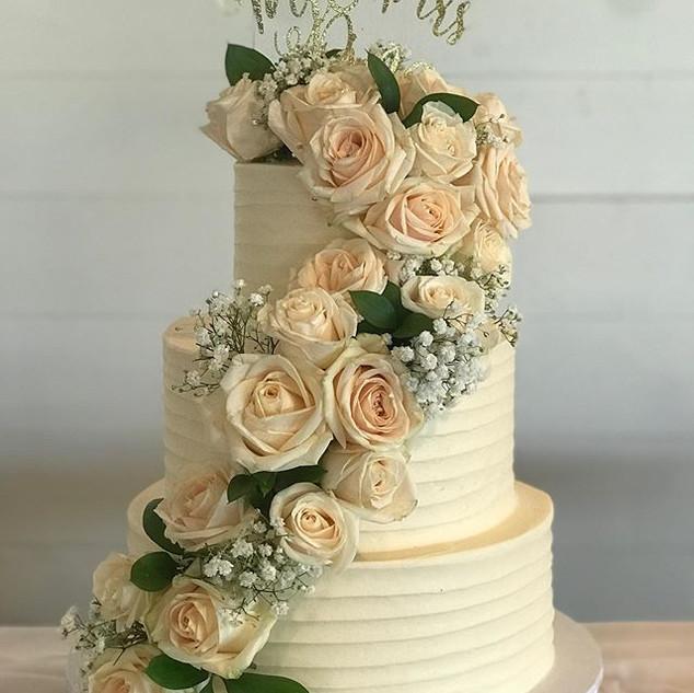 Cascading floral wedding cake! #weddingc