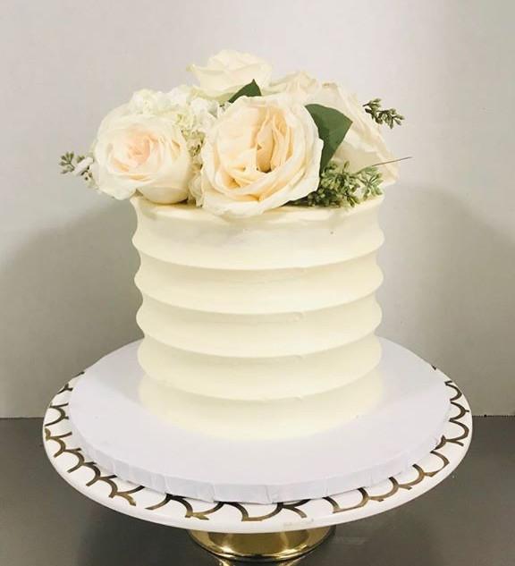 Small wedding cake! #wishfulsweets #butt