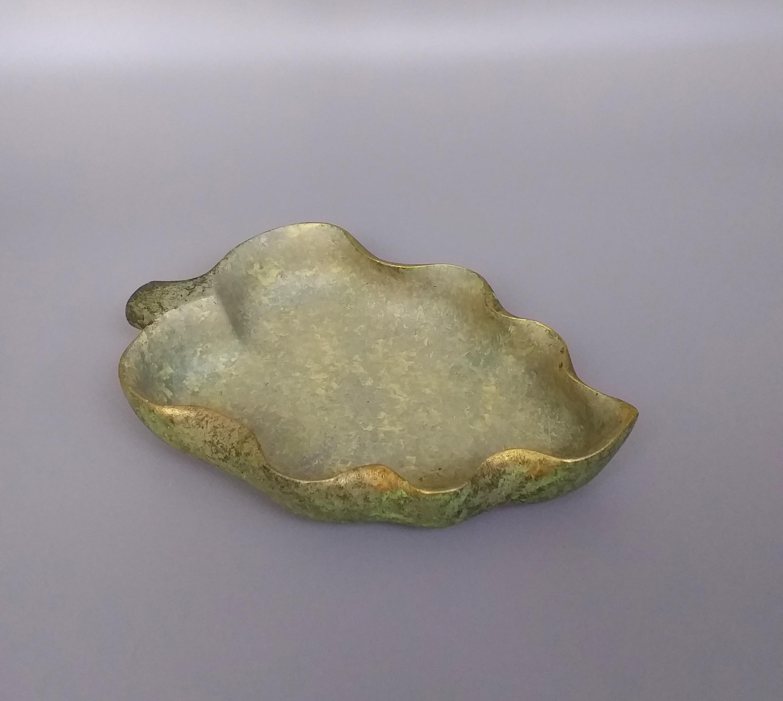 Fluted Edge Green Gold Leaf