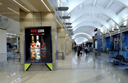 Indoor-Poster-Mockup-PSD-100-DesignYep-c