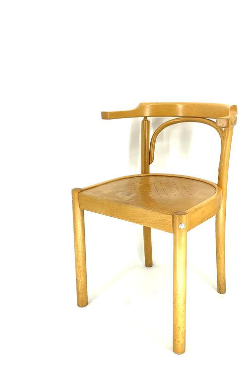 Houten stoel met Scandinavische look
