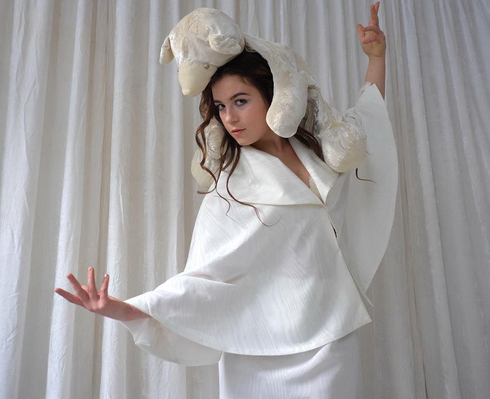 Белый гардероб