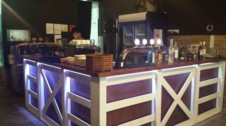 f&b pub cafe