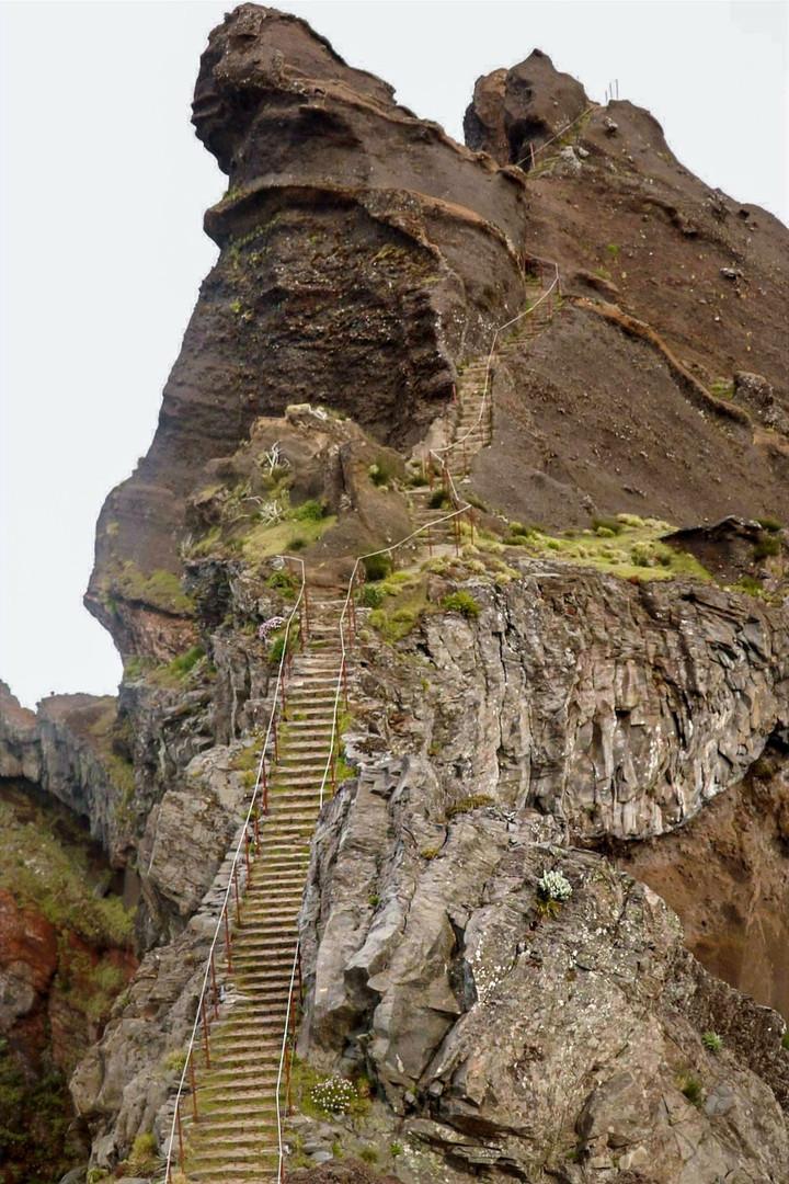 Pedra Rija -Vereda do Pico do Arieiro - Madeira Island