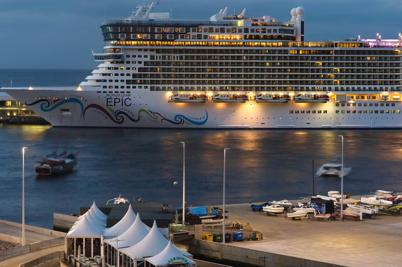 Norwegian Epic - Porto do Funchal 7:00am  - Madeira Island