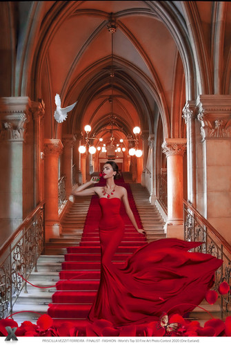 Finalist Fashion- Lady In Red