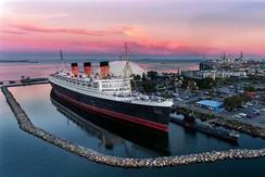 Queen Mary Hits Rough Seas