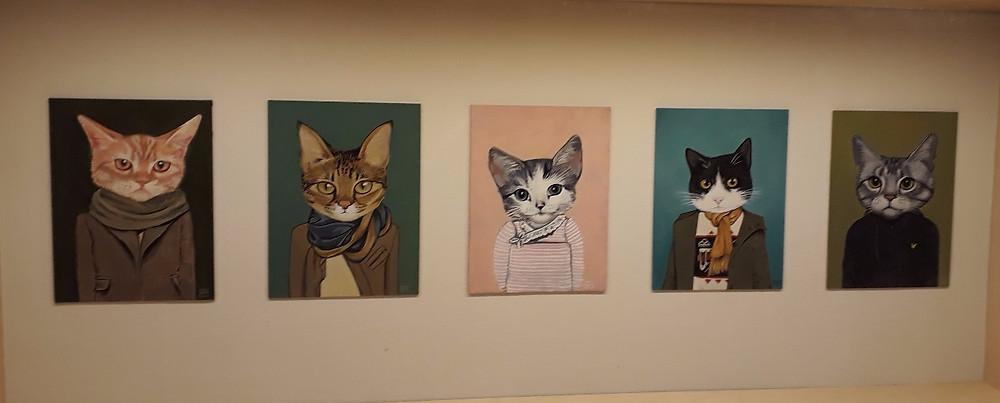 הת'ר מתון, חתולים לבושים, 2012, אקריליק על לוח