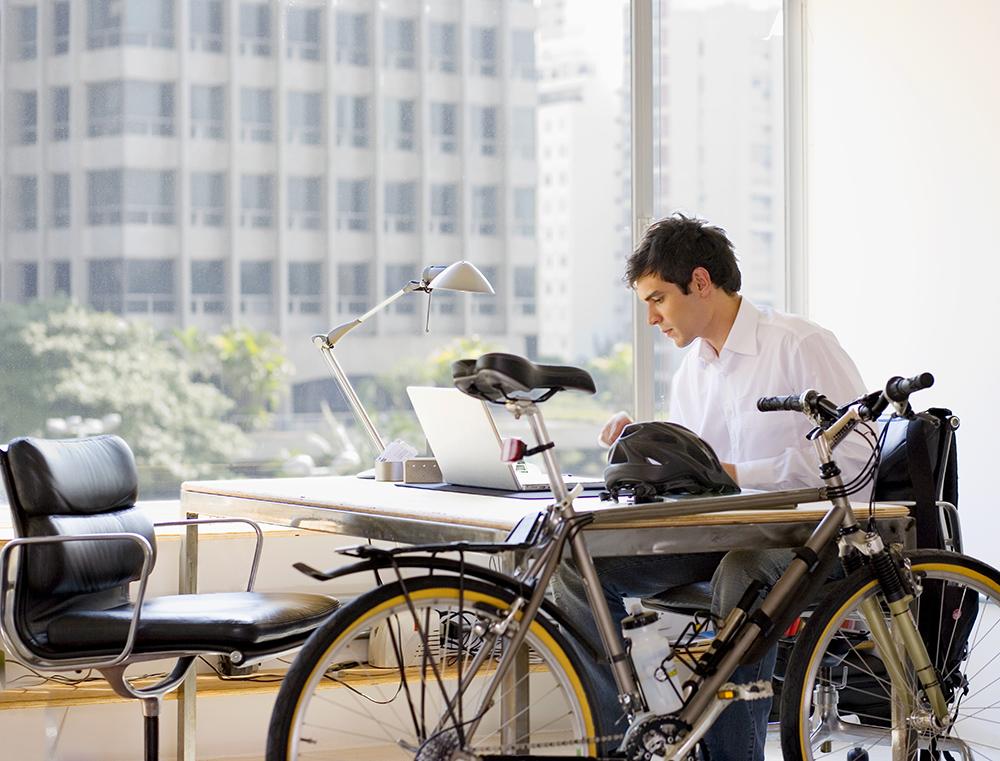 Lifestyle-bikeToWork-80609620