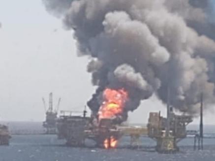 Deja incendio en plataforma de Pemex un muerto; hay 5 trabajadores desaparecidos