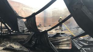 Controlan incendio en fábrica de colchones y confección de ropa en Tultitlán