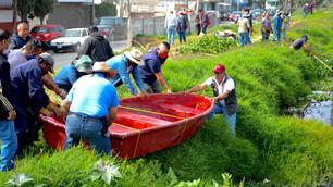 Retiran lirio y basura del canal Acapol en Valle de Chalco para evitar inundaciones