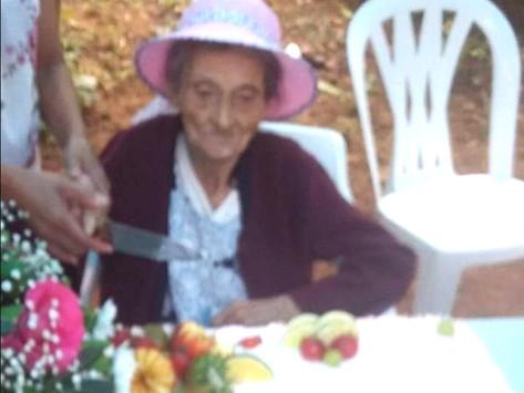 Celebran en el Reparo de Nanchititla los 101 años de Doña Josefina Avilés