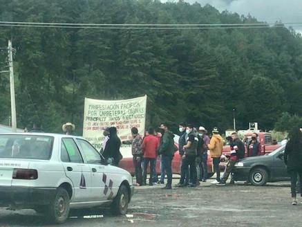 Cierran comuneros autopista federal Toluca-Zitácuaro, para protestar por mal estado de caminos