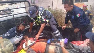 Rescatan a hombre que cayó en una barranca de Chimalhuacán
