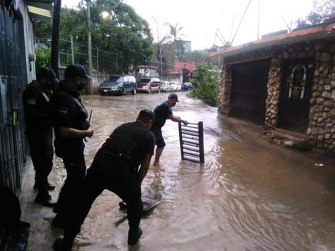 Dejan lluvias encharcamientos en diversos puntos de Tejupilco