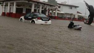 Enfurecido Tláloc, inunda Valle de Bravo.