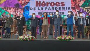 Entregan reconocimientos a personal de salud, científicos y voluntarios por enfrentar la pandemia