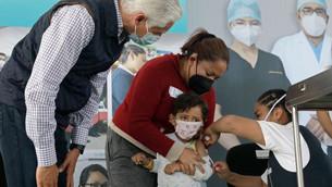 Alfredo Del Mazo llama a sociedad mexiquense a acudir a vacunarse y prevenir más contagios