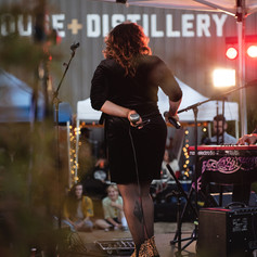 Rogue Fest 2021 - Staggers & Jaggs on stage - 101 Distillery