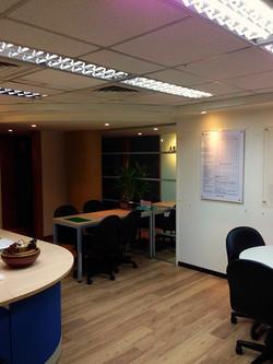 辦公環境明亮舒適