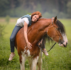 horse photographer Ekaterina Druz with horse