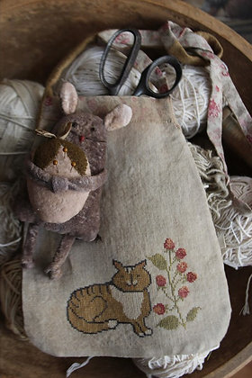 *Tabby Cat Sewing Pouch cross stitch chart by Stacy Nash Primitives