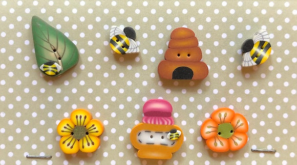 Honeybee Buttons by Puntini Puntini