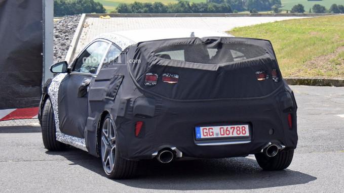 Novo Hyundai Veloster: Grandes rodas, ponteiras de escapamento largas e asa traseira