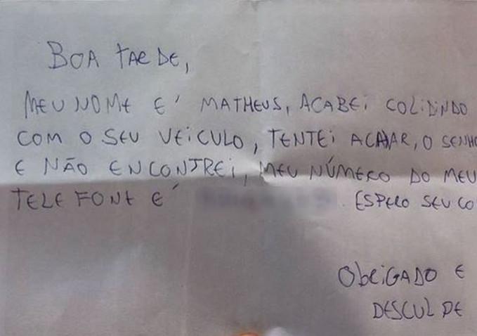 Jovem bate em carro de luxo e deixa bilhete com telefone em Florianópolis: 'Desculpe'