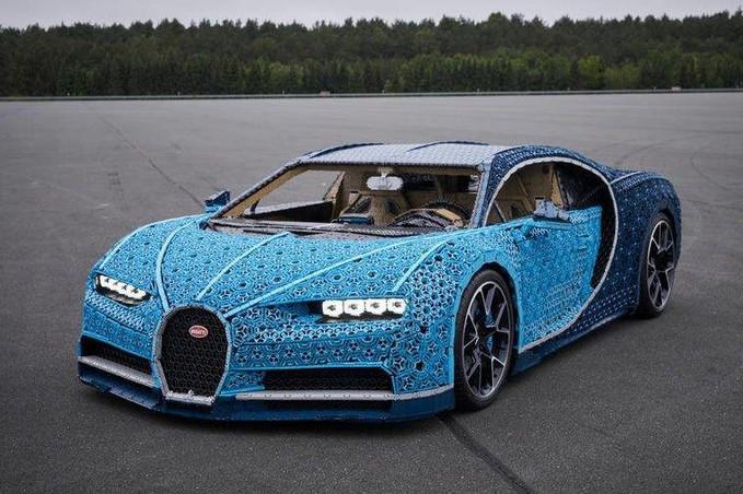 Bugatti Chiron de Lego tem 2.304 motores e pode ser dirigido