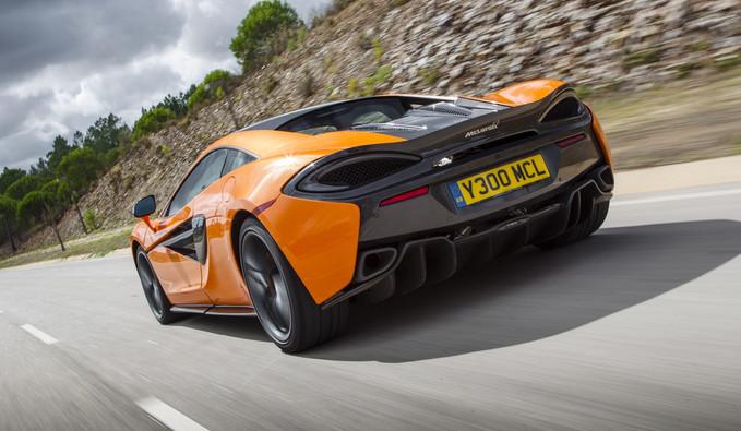 McLaren chega ao Brasil com motor V8 turbo, com 570 a 720 cavalos de potência.