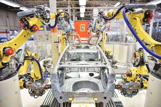 Fábricas da VW iniciam sucessivamente suas atividades