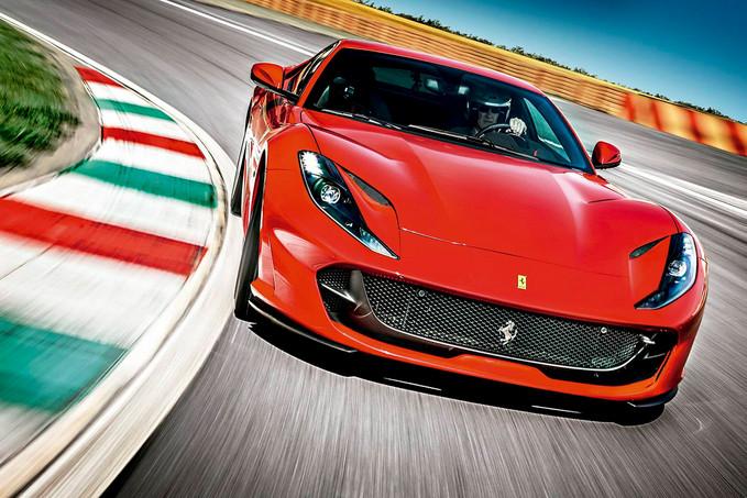 Ferrari 812 Superfast, vida longa ao motor V12