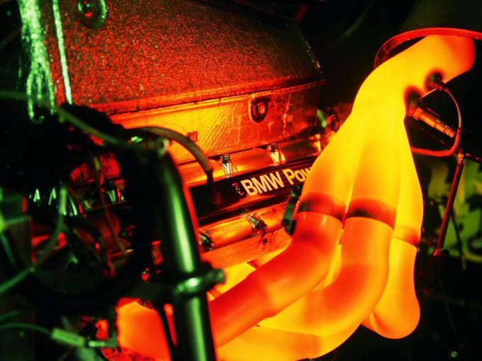 Como as montadoras fazem a medição de potência de um motor?