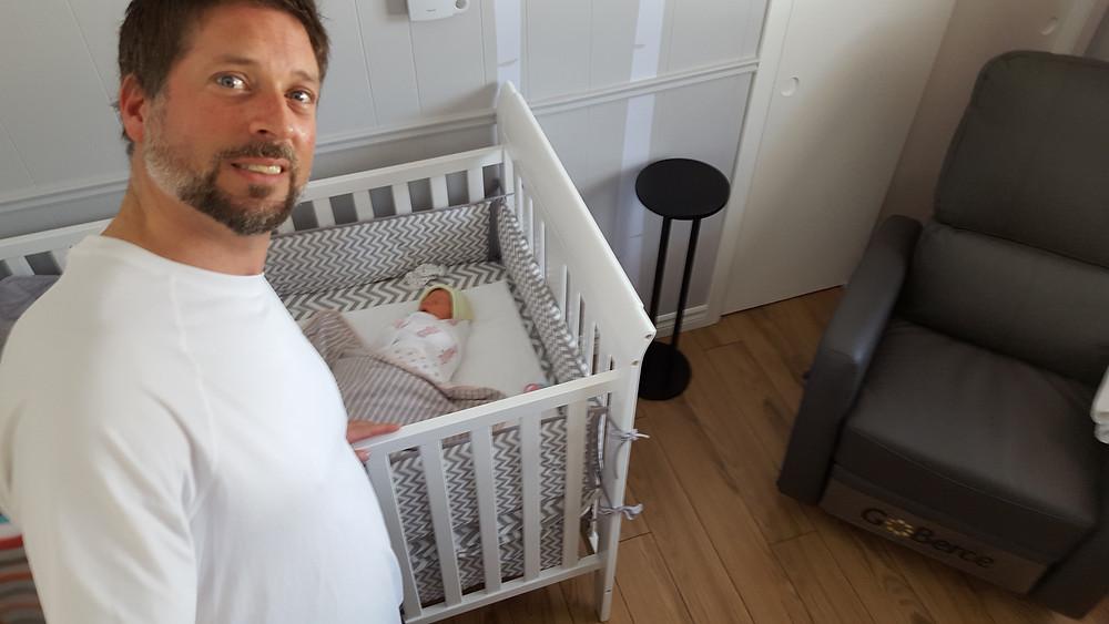 bébé qui dort, sommeil de bébé, nourrisson, bébé de 4 jours, sieste de bébé, dodo de bébé