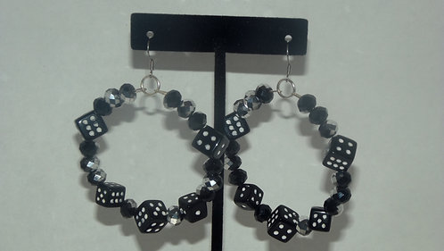 Medium black & white dice