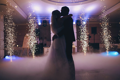 brides wedding party in the elegant restaurant with a wonderful light and atmosphere.jpg