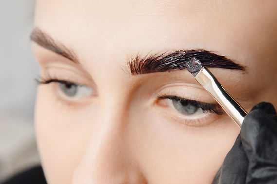 Master tinting of eyebrow hair women, br