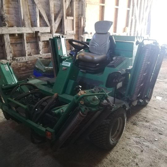 Ransomes commander 3520 with sports units, £9000