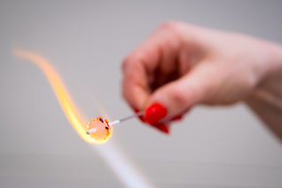 making a glass bead with frit