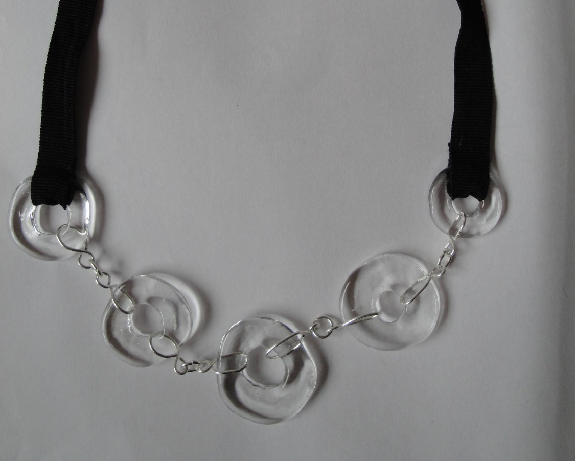 Flat hoop necklace