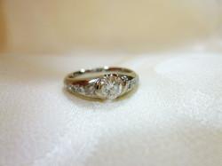コロンとした婚約指輪
