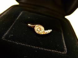 コンビの婚約指輪