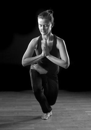 """Йога для женщин (""""Yoga For Women"""")"""