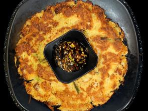 SEAFOD SOYBEAN PANCAKE          海鲜大豆饼          해물 콩전